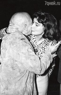 «В Париже я смогла пообщаться с самим Пабло Пикассо. Онназывал меня «русской богиней» и рисовал мой портрет». 1958 г.