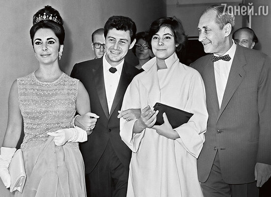 Татьяна Самойлова с Элизабет Тэйлор, Эдди Фишером иСергеем Юткевичем на 2-м Московском международном кинофестивале. 1961 г.