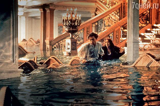 «На этих кровавых съемках мы с Лео отчаянно нуждались в поддержке друг друга. Страшные часы, проведенные в воде, в жутком холоде, и жесткий характер Джеймса Кэмерона просто шокировали нас»