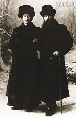 Предложение Павел Петрович сделал, когда Валентина окончила курс, и в 1914 году они перебрались в ее родной Камышлов