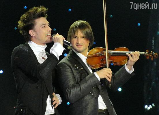 Дима Билан в сопровождении скрипача Эдвина Мартона исполнил песню «Believe»