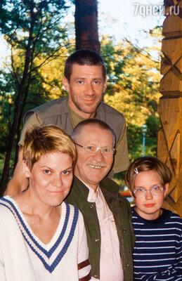 С моими детьми Андреем и Юлей и любимой внучкой Ксюшей