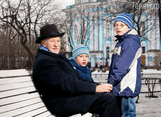 Мне было семьдесят два, когда родился Ванька (слева). А через полтора года появился на свет Федька