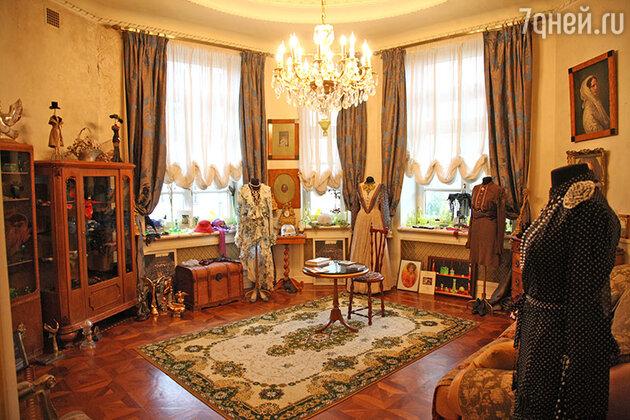 В квартире-мастерской Гурченко