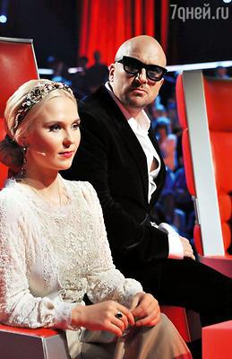 Пелагея и ведущий шоу Дмитрий Нагиев