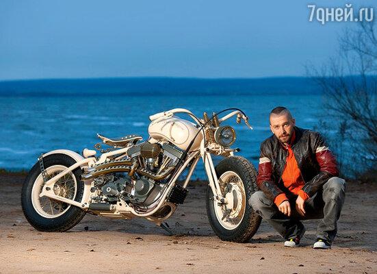Владимир Кристовский и его новый мотоцикл