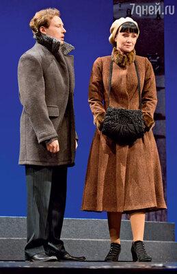 На премьере спектакля «Варшавская мелодия» насцене Театра имени Евг.Вахтангова спартнером Дмитрием Исаевым