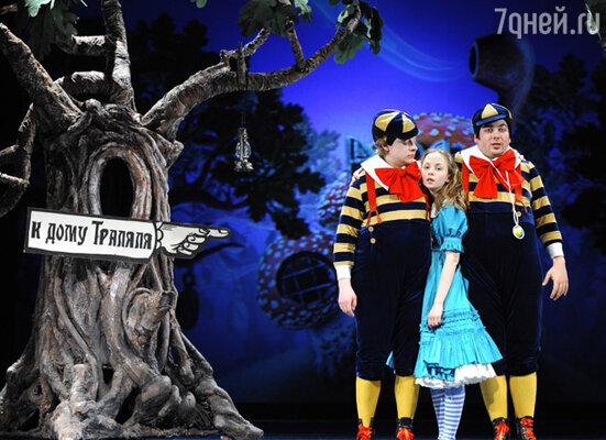 Спектакль «Алиса в Зазеркалье»
