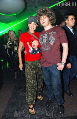Эвелина Блёданс с сыном Колей
