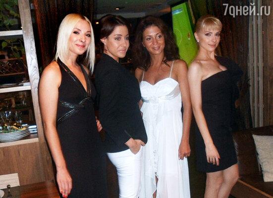 Участницы группы «N.A.O.M.I»