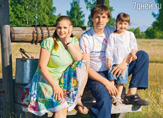 Дмитрий с женой Ириной Пеговой и дочкой Таней