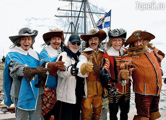 На съемках «Возвращения мушкетеров», в центре, я, второй справа — Володя Балон