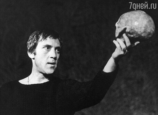 Володя в спектакле «Гамлет»