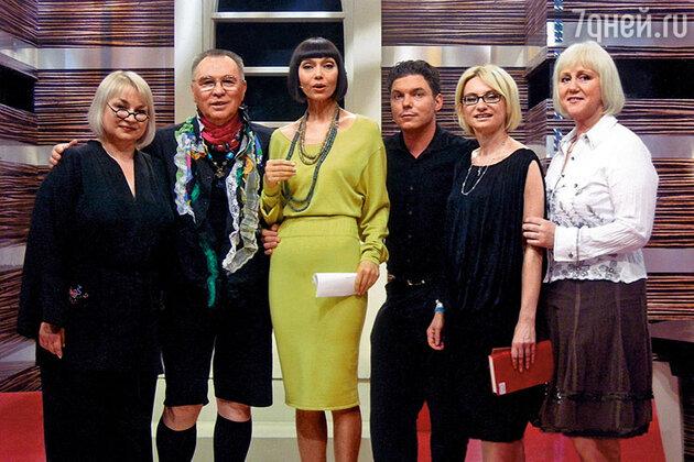 Елена Метелкина с Вячеславом Зайцевым, Эвелиной Хромченко и другими членами команды «Модного приговора»