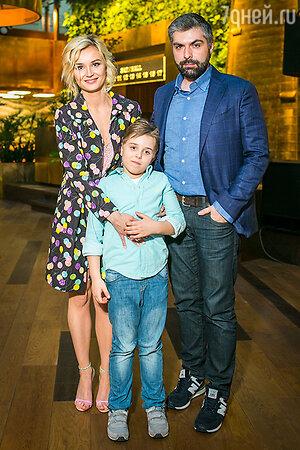 Полина Гагарина и Дмитрий Исхаков с сыном Полины Андреем
