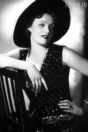 Марлен Дитрих в фильме «Голубой ангел». 1930 г.