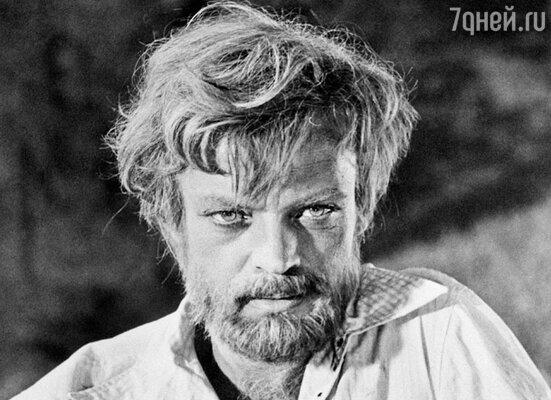Старший сын Дворжецкого Владислав стал всенародно признанным артистом после фильмов «Возвращение святого Луки» и «Бег»