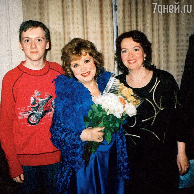 Светлана Карпинская с дочерью Катей и старшим внуком Алексеем