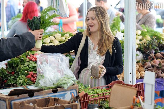 Вовсе не отбивная, а свежие овощи дают Алисии Сильверстоун заряд энергии. Так постепенно актриса отказалась от пищи животного происхождения