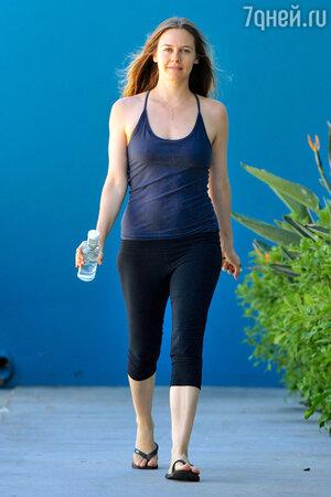 Алисия Сильверстоун  советует в течение всего дня пить много воды