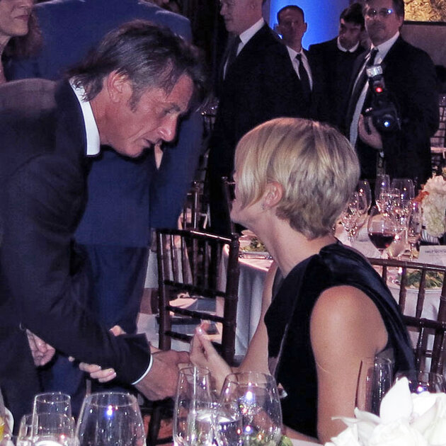 Шарлиз Терон (Charlize Theron) и Шон Пенн (Sean Penn)   на ежегодном гала-вечере в поддержку Гаити