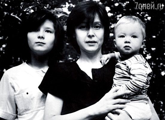 С Аглаей и младшим сыном Алешей