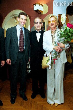 Аркадий Арканов с женой Натальей Высоцкой  и сыном Василием. 2003 г.