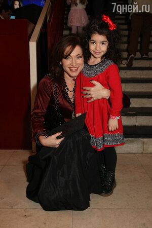 Алена Хмельницкая с дочкой