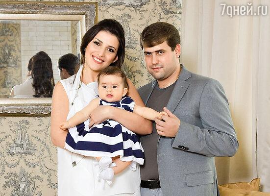 Жасмин с мужем Иланом Шором и дочерью Маргаритой