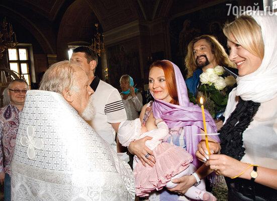«Чистая Мадонна!» — воскликнул Джигурда, когда Марина начала кормить Эву-Владу грудью прямо в храме