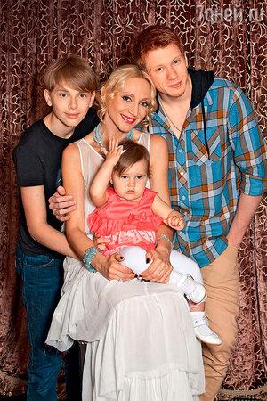 Кристина Орбакайте с сыновьями Никитой и Дени и дочерью клавой