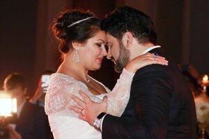 ВИДЕО: Анна Нетребко с супругом отметили ситцевую свадьбу