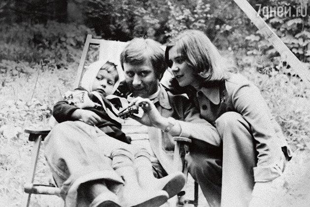 Маша Голубкина с Андреем Мироновым и Ларисой Голубкиной