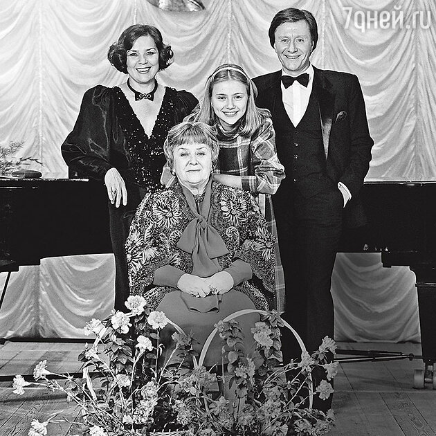 Мария Владимировна Миронова, Лариса Голубкина и Андрей Миронов с дочкой Машей