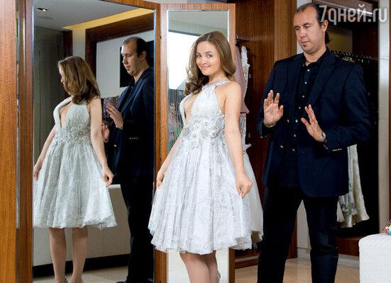 Свадебное платье невесте помогал выбирать сам Тони Уорд, известный кутюрье, по счастливой случайности оказавшийся в Москве. CROCUS ATELIER COUTURE в Столешниковом переулке.