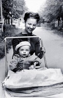 Ваня с мамой Алевтиной Ивановной в доме отдыха «Поленово»