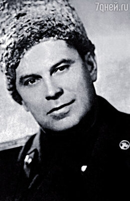 Иван Иванович Охлобыстин, папа Вани, был известным военным врачом