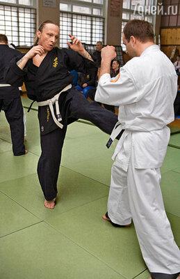 Иван со студенческих лет увлекается боевыми искусствами
