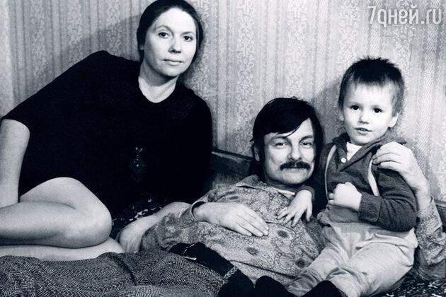 Андрей Тарковский и Лариса Кизилова с сыном