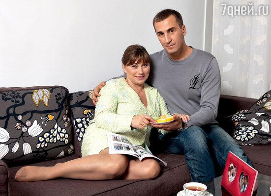 С Юрием Андреевым Сябитова познакомилась на съемках «Давай поженимся!», но их брак оказался совсем недолгим. 2009 г.