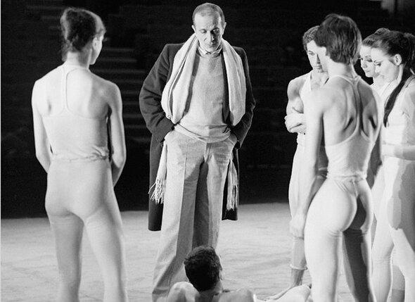 Ролан Пети на репетиции балета «Септентрион», 1978 г.