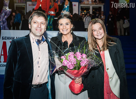 Дмитрий Богачев и Екатерина Стриженова с дочкой