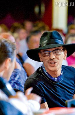 Михаилу Боярскому досталось от конкурсантов за его пристрастие к широкополым шляпам