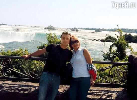 Эвклид Кюрдзидис и Лариса Удовиченко наНиагарском водопаде
