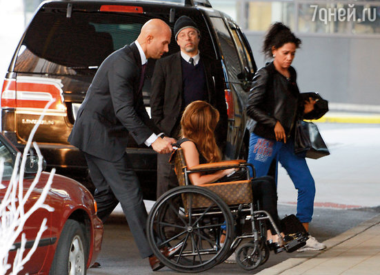 Стефани требовалось незамедлительное хирургическое вмешательство: иначе она проведет остаток жизни в инвалидной коляске