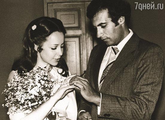 У входа в загс Лена вдруг сказала Игорю: «Я хочу оставить свою фамилию...» (Свадьба Игоря с первой женой — Леной)