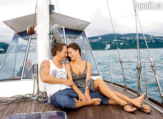Оскар Кучера: «Мы с Юлей не можем находиться долго друг без друга, поэтому даже на мои гастроли иногда ездим вместе...»