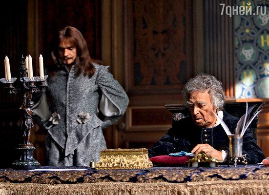 Владимир Этуш играет ювелира, который изготовил для герцога Бэкингема алмазные подвески взамен украденных