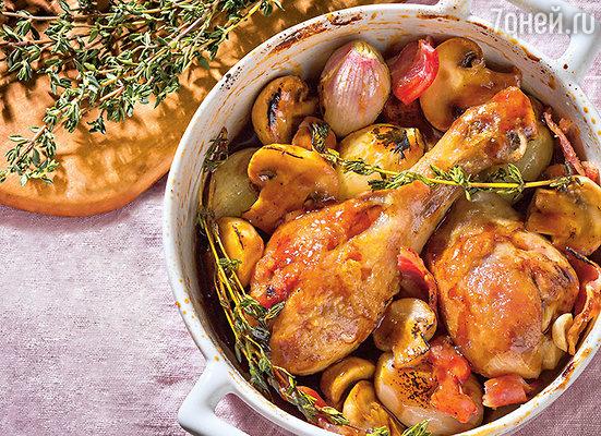 Цыпленок в грибном соусе с луком и беконом