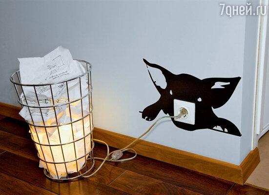 Неподготовленные гости иногда пытаются вытащить «горящую бумагу» из корзины, чтобы предотвратить пожар